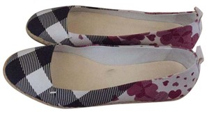 Burberry Black, White, Maroon Flats