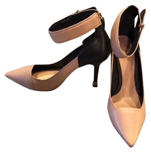 Tory Burch Nude • Black Pumps