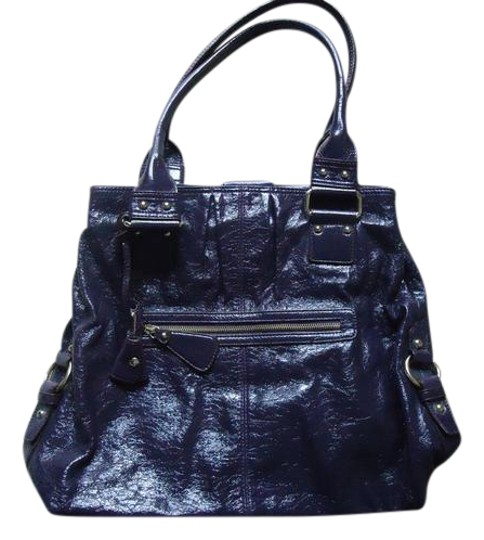 Preload https://img-static.tradesy.com/item/20621264/liz-claiborne-eggplant-patent-leather-shoulder-bag-0-2-540-540.jpg