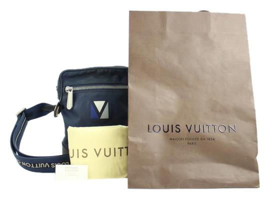 Preload https://img-static.tradesy.com/item/20621883/louis-vuitton-2007-lv-cup-solent-messenger-213607-blue-shoulder-bag-0-1-540-540.jpg