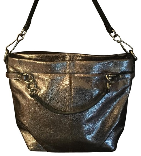 Preload https://item2.tradesy.com/images/coach-silver-leather-shoulder-bag-20622076-0-1.jpg?width=440&height=440