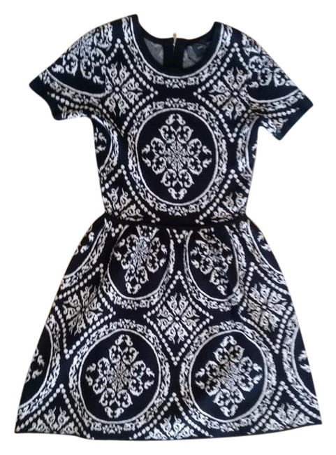 Preload https://img-static.tradesy.com/item/20622249/romeo-and-juliet-couture-black-white-short-casual-dress-size-4-s-0-2-650-650.jpg