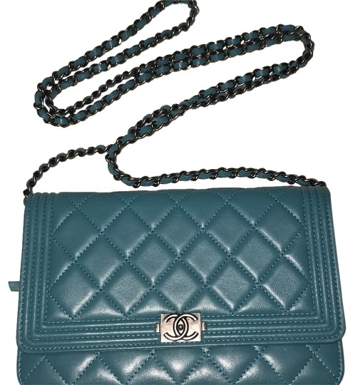 Preload https://item3.tradesy.com/images/chanel-boy-wallet-on-chain-quilted-teal-lambskin-cross-body-bag-20622607-0-1.jpg?width=440&height=440