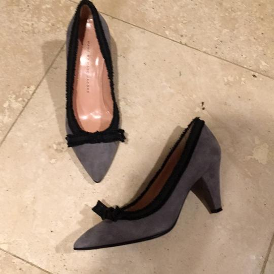 Marc by Marc Jacobs Gray and Black Pumps Image 11
