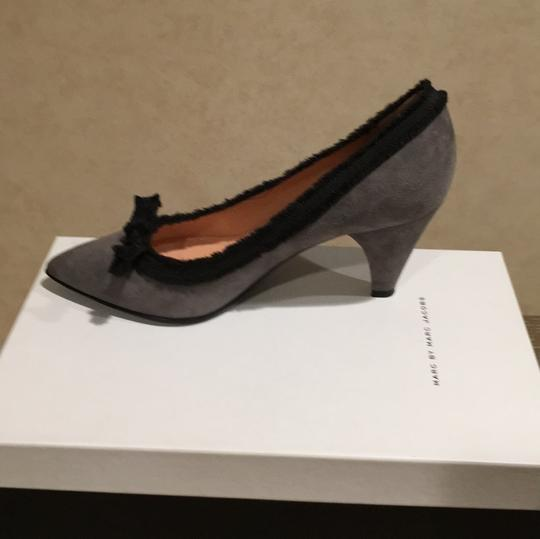 Marc by Marc Jacobs Gray and Black Pumps Image 6