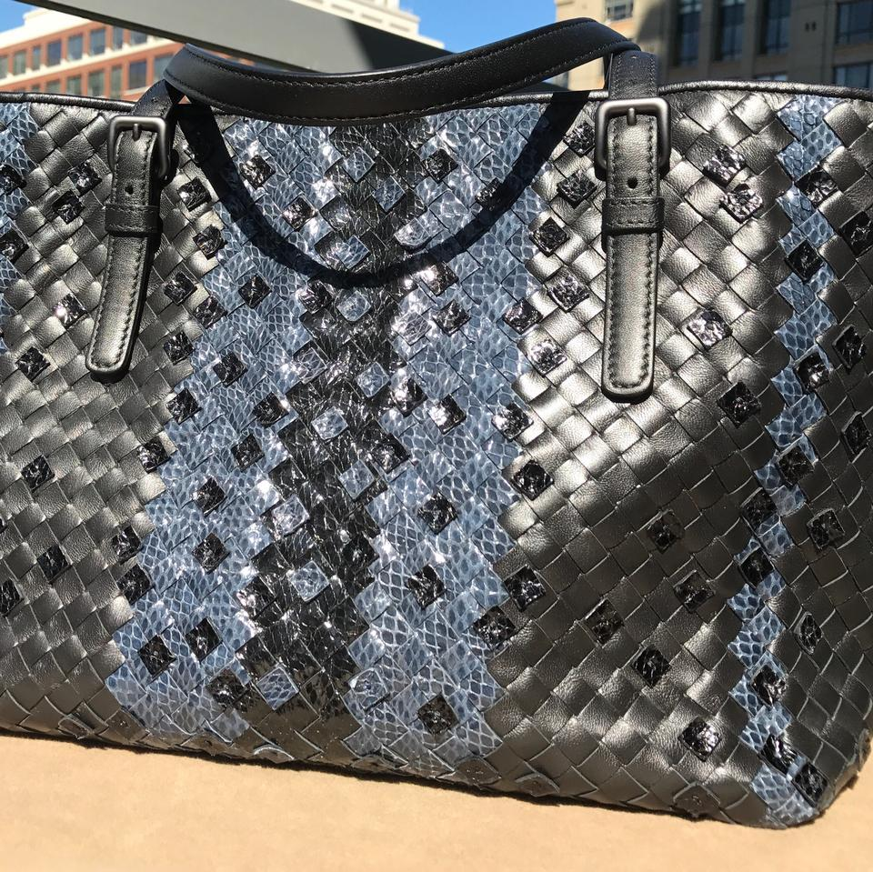 Bottega Veneta Tobu Seasonal Special Black and Blue Leather Tote ... 48dc9f546e724