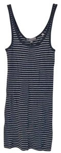 Vince Top navy and white