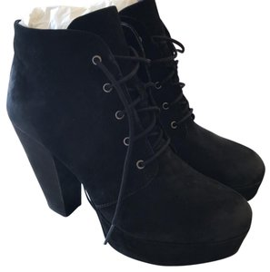 Steve Madden Black, slightly weathered look Boots