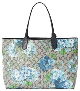 1df366db01b Added to Shopping Bag. Gucci Blooms Reversible Tote in blue multi. Gucci  Blooms Reversible Gg Blooms Blue Multi Supreme Canvas   Leather Tote