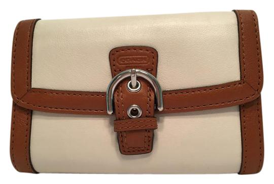 Preload https://img-static.tradesy.com/item/20627907/coach-white-soho-leather-buckle-compact-f47680-wallet-0-1-540-540.jpg