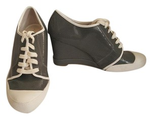 Kenneth Cole Gray/white Wedges