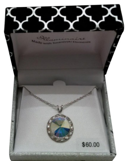 Preload https://img-static.tradesy.com/item/20631118/swarovski-silver-crystal-with-gift-box-necklace-0-1-540-540.jpg