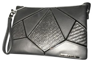 Steve Madden Wristlet in black