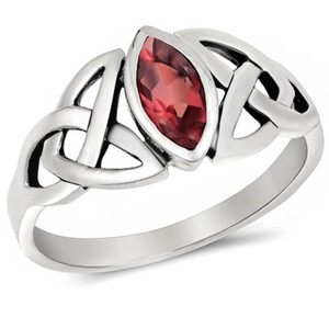9.2.5 Very nice detailed ruby silver ring size 7