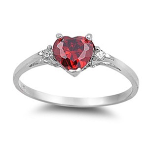 9.2.5 Classic ruby heart silver ring size 6