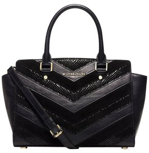 Michael Kors Mk Selma Mk Chevron Selma Medium Selma Mk Mk Satchel in BLACK / GOLD HARDWARE