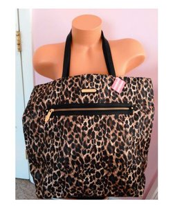 Victoria's Secret Tote in Animal print