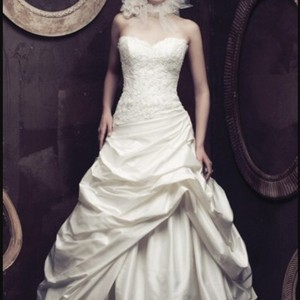 Paloma Blanca 4003 Wedding Dress
