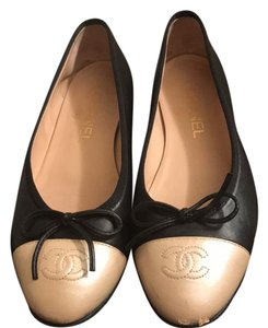 Chanel black and gold Flats