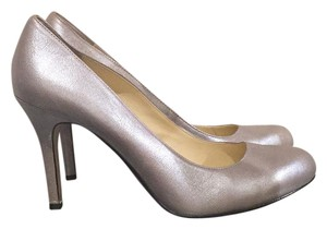 Max Studio Silver Pumps