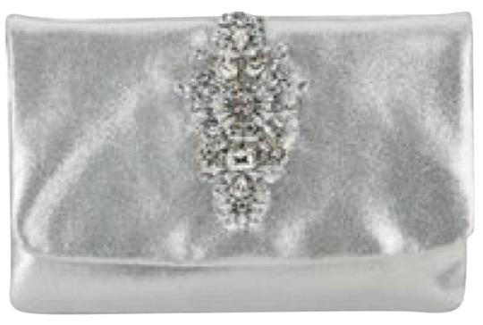 Preload https://img-static.tradesy.com/item/20638281/badgley-mischka-silver-clutch-0-1-540-540.jpg