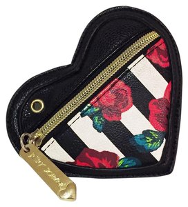 Betsey Johnson Betsey johnson heart shaped coin pouch wallet charm front zipper