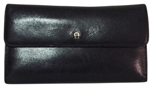 Etienne Aigner vintage black leather etienne aigner signature trifold long wallet