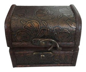 Unknown Wooden Jewelry Box from the Bahamas