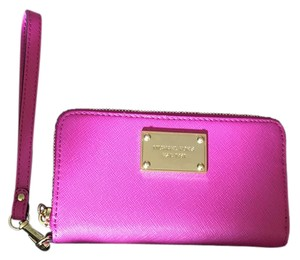 Michael Kors Michael Pink Leather Clutch Wristlet in Fuchsia
