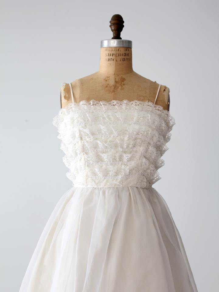 Saks Fifth Avenue White Polyester Vintage 1960s Traditional Wedding ...