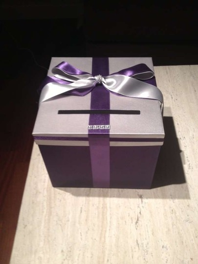 Preload https://item3.tradesy.com/images/purple-and-silver-card-box-206432-0-0.jpg?width=440&height=440