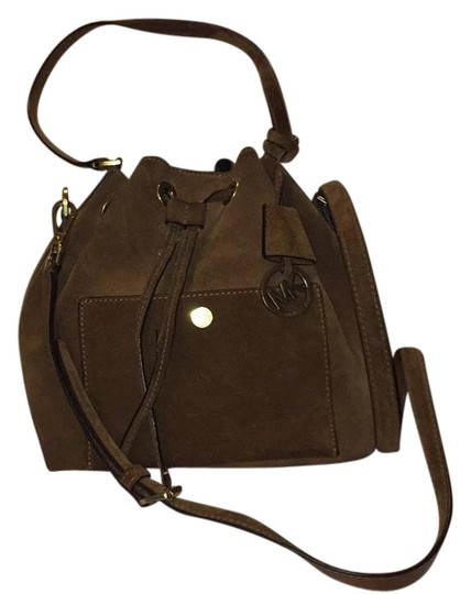 Preload https://img-static.tradesy.com/item/20644312/michael-kors-greenwich-bucket-big-size-brown-suede-leather-messenger-bag-0-1-540-540.jpg