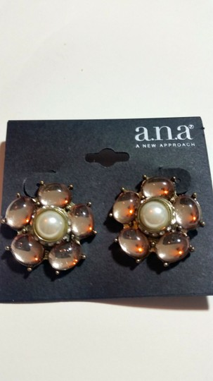 a.n.a. a new approach New a.n.a Flower Stud Earrings Light Pink Silver Chunky J3121 Image 2
