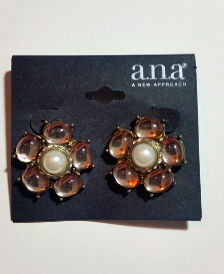 a.n.a. a new approach New a.n.a Flower Stud Earrings Light Pink Silver Chunky J3121 Image 3