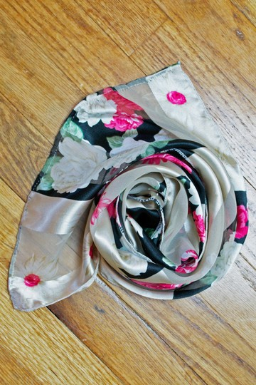 Other Vintage Rose Floral Print Lightweight Oblong Scarf Image 3