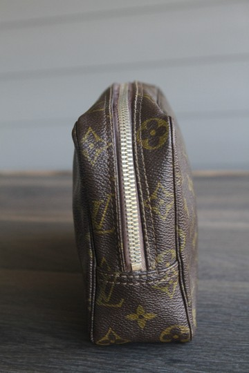 Louis Vuitton Monogram Trousse 23 Cosmetic Toiletry Clutch or Travel bag