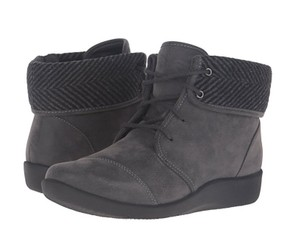 Clarks Casual Comfortable Gray Boots
