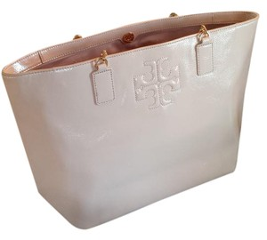 Tory Burch Tote in Light Oak / 205