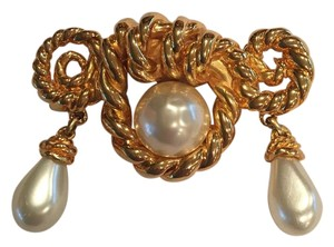 Chanel Chanel Vintage Rope Twist Pearl Brooch