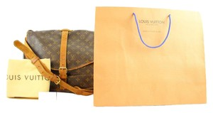 Louis Vuitton Odeon Saumur 43 Saumur 30 Saumur 35 Bloomsbury Shoulder Bag