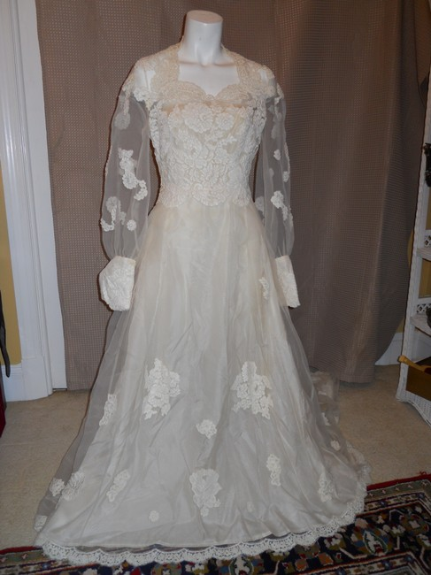 Ivory Unknown Handmade Vintage Wedding Dress Size OS Ivory Unknown Handmade Vintage Wedding Dress Size OS Image 1