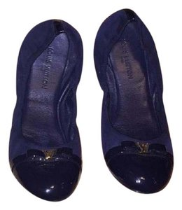 Louis Vuitton Navy Flats