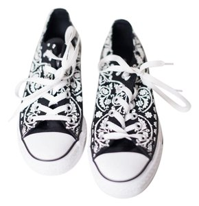 Converse Print Black with White Flowers Athletic