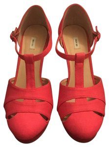 Kimchi Blue red Pumps