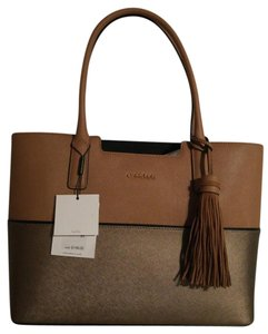 Calvin Klein Leather Tote in Cashmere(Tan)/Metallic Truffle