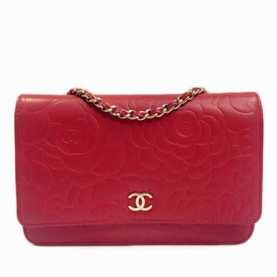 Preload https://img-static.tradesy.com/item/20657119/chanel-wallet-on-chain-camellia-limited-edition-red-cross-body-bag-0-3-540-540.jpg