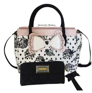 Betsey Johnson Black Printed Rose Cross Body Wallet Satchel in cream