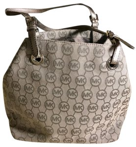 Michael Kors Jet Set Signature Hardware Tote in Silver