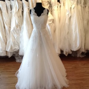Mia Solano Ivory/Silver Lace/Tulle Vintage Wedding Dress Size 4 (S)
