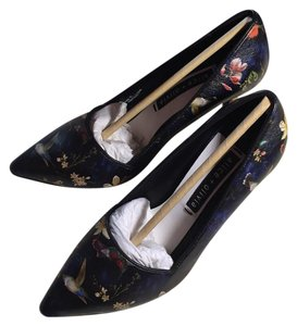 Alice + Olivia black floral print Pumps